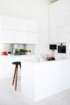 Via Scandinavian Deko | White Kitchen | Minimal