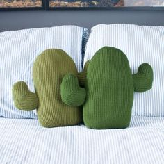 How cute are these cuddly, hand knit cactus pillows? Sewing Projects, Diy Projects, Cactus Decor, Diy Pillows, Large Pillows, Decorative Cushions, Diy For Teens, Kids Crafts, Pillow Covers