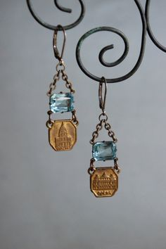 Vintage assemblage earrings paris souvenirs french earrings aqua stones assemblage jewelry - by French Feather Designs Metal Jewelry, Jewelry Findings, Vintage Jewelry, Handmade Jewelry, Jewelry Crafts, Jewelry Art, Jewelry Design, Jewelry Ideas, Paris Souvenirs