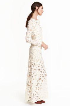 Długa sukienka z koronki