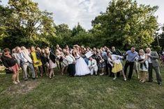 Esküvői játékok - Vicces csoportkép a felirat alapján (Hubadúr találmánya)