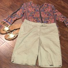 SZ 8ANNE KLEIN DRESSY KHAKI SHORTS Great pair of dress khakis but can also be worn as casual.. Gently loved Anne Klein Dresses
