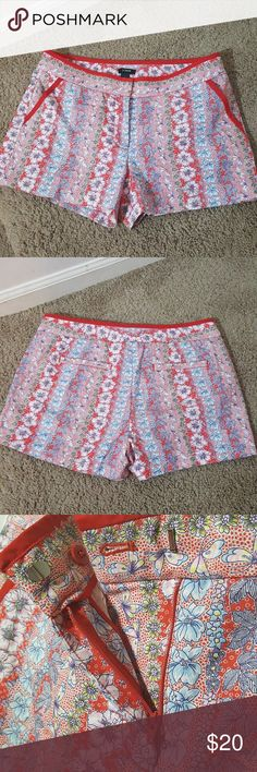 J. Crew city fit floral shorts J. Crew  City fit Size 6  Flowers and butterfly pattern are seen on this cute bright and colorful shorts. In excellent like new condition. J. Crew Shorts