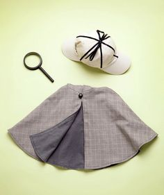 How to make a detective costume. Magnifying glass is canning jar lid and brush handle! cap is two baseball caps!