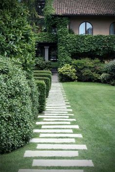 Awesome Gorgeous Backyard Landscape With Edging Lawn Design Ideas freshouz.c… Awesome Gorgeous Backyard Landscape With Edging Lawn Design Front Yard Landscaping, Landscaping Ideas, Walkway Ideas, Path Ideas, Walkway Designs, Backyard Ideas, Backyard Patio, Paving Ideas, Modern Landscaping