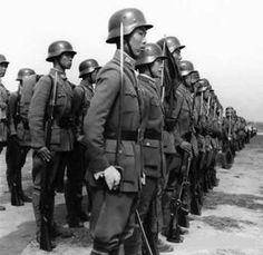Asiatischen und schwarzen Soldaten mit deutschen Truppen
