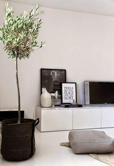 Sittebenk, seng, sjenk, tv-benk.. Kjøkkenskap fra Ikea kan brukes til det meste, og jeg har brukt skapene fra Metod-serien til fine oppbevaringsløsninger – helt andre steder enn på kjøkkenet. Jeg vet det er mange av dere som gjerne vil vite mer om de, så … Les videre