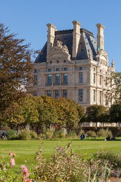 This summer in Paris, you can visit a meadow of Chanel flowers Beautiful Buildings, Beautiful Homes, Beautiful Places, Nature Aesthetic, Travel Aesthetic, Casa Steampunk, Palais Des Tuileries, Paris Summer, Old Money