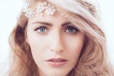 Frieda Therés, der Hochzeitsblog für stilvolle und individuelle Inspirationen. hair&makeup www.sabrina-hagenmueller.de