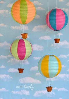 Paper lantern hot air balloons make beautiful party or home decorations and are so easy to make! Learn how to make your own paper lantern hot air balloons! Thanksgiving Crafts For Kids, Thanksgiving Decorations, Thanksgiving Table, Holiday Decor, Diy Bebe, Ideias Diy, Thinking Day, Baby Room Decor, Nursery Decor