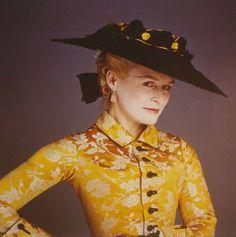 Photo Bettina Rheims née 1952 Period Costumes, Movie Costumes, Cool Costumes, Glenn Close, Rococo Fashion, Vintage Fashion, Film Fashion, Dangerous Liaisons, Riding Habit