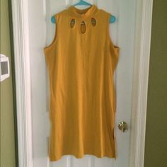 Vintage yellow dress Vintage look, cute yellow dress! Very flattering and in great condition. Worn once! Dresses Midi