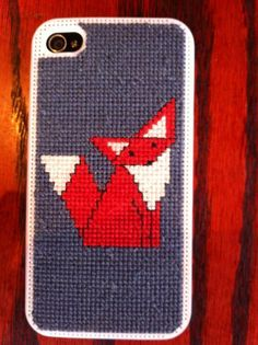 DIY Cross Stitch iPhone Case with a fox - pretty much the cutest thing ever! If I ever get an iPhone...