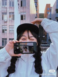 Studio Photography Poses, Girl Photography Poses, Insta Photo Ideas, Cute Couple Pictures, Cute Couples Goals, Couple Posing, Ulzzang Girl, Photo Poses, Korean Couple