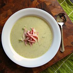 Easy Cheesy Broccoli Soup Comes Together in 15 Minutes and has Only Five Ingredients! Cheesy Broccoli Soup, Broccoli And Cheese, Kids Meals, Easy Meals, Soup Recipes, Free Recipes, Easy Recipes, Five Ingredients, Easy Food To Make