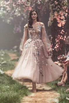 "Paolo Sebastian Spring 2018 Couture Collection — ""Once Upon A Dream"" Sweeping ball gowns fit for princesses. Ethereal silhouettes hand-embroided with woodland scenes. Pretty dresses that will get you bursting into song. Paolo Sebastian Wedding Dress, Look Fashion, Fashion Models, Catwalk Fashion, Unique Fashion, Trendy Fashion, Fall Fashion, Fashion Designers, Floral Fashion"