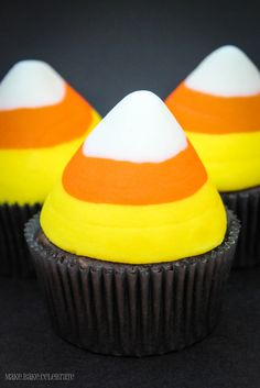Candy Corn Cupcakes - I can't ice cakes at all so I could never do this. But I would eat them all.