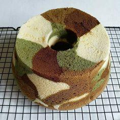 tarifleri olu ・ ・ Cocoa and spinach chiffon cake . Tea Recipes, Cake Recipes, Dessert Recipes, Desserts, Turkish Recipes, Greek Recipes, Kitchen Time, Chiffon Cake, Cake Ingredients