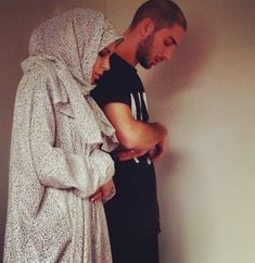 couple, islam, and muslim image praying Cute Muslim Couples, Muslim Girls, Muslim Women, Cute Couples, Family Goals, Couple Goals, Vieux Couples, Muslim Couple Photography, Islam Marriage