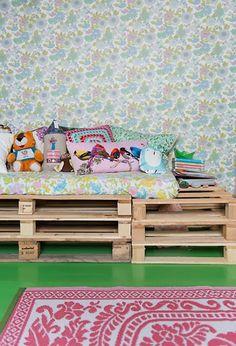 Fijne chillhoek! Gemaakt van paletten #kinderkamer | ebonybizart