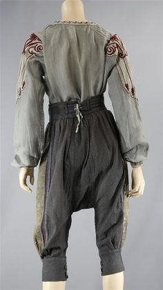 CustomImage.aspx (450×800) Character Design Inspiration, Style Inspiration, Mode Alternative, Black Sails, Fantasy Costumes, Medieval Clothing, Character Outfits, Look Cool, Costume Design