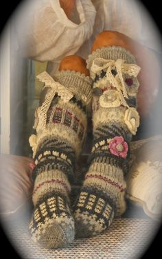 nbrenchley's Socks for Tana Baby Hats Knitting, Knitting Socks, Hand Knitting, Knitted Hats, Crochet Socks Pattern, Crochet Slippers, Crochet Leg Warmers, Arm Warmers, Mode Crochet