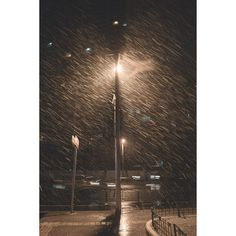 8/9 The first snow in shanghai in the midnight quiet and cold with the light I found u in the dark