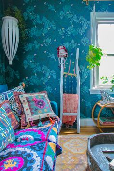 Justina Blakeney ' s 5 Tipps Für die Anreise, Die Jungalow Stil Bohemian House, Bohemian Interior, Bohemian Decor, Small Space Interior Design, Interior Design Living Room, Gypsy Home, Boho Dekor, Shop Interiors, Luxury Home Decor