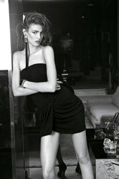 Vogue Paris, mai 2012 http://www.vogue.fr/mode/inspirations/diaporama/la-petite-robe-noire-1/9555/image/569776#vogue-paris-mai-2012
