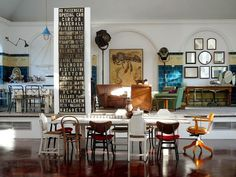 this room has ALL the current trends ! : different chairs, subway list, biological chart, collection of mirrors, industrial lamps, ...