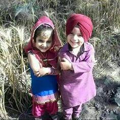 KamLa jeyA, apne naLo vdD meRi #caRe krE,, #raBB sad! J0d! UtteY fuLL #mehaR krE,, #Lill_sardar_sardarni.. Toddler Suits, Kids Suits, Cute Baby Dolls, Cute Babies, Kaur B, Punjabi Fashion, Kurta Pajama Punjabi, Punjabi Suits, Suit Accessories
