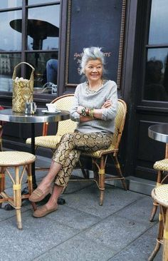 36 Trendy Womens Fashion Over 60 Aging Gracefully Animal Prints Looks Street Style, Looks Style, Mature Fashion, Fashion Over 50, Mode Ab 50, Mode Plus, 50 And Fabulous, All Things Fabulous, Advanced Style