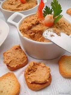Un paté rapidito, fácil de preparar y que como aperitivo o entrante está realmente rico. Para untar en unas tostas o rellenar tartaletas o v...
