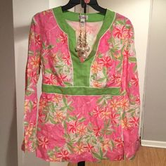Lilly Pulitzer Tunic Lilly Pulitzer tunic. This beautiful tunic is in good condition made of 100% linen, long bell sleeves, elastic waist, size L. This item is ready to ship. Ready for the Lilly lover. Jewelry not included. I'm on vacation and will be shipping on Monday March 14, 2016. Lilly Pulitzer Tops Tunics
