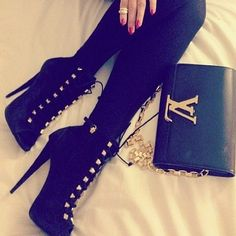 More adorable shoes, I like the laces :)