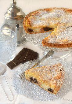 La crostata con mascarpone, ricotta e gocce di cioccolato è un   dolce goloso e invitante, perfetto per la merenda o per concludere   un...