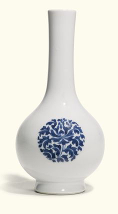 A BLUE AND WHITE PEAR-SHAPED VASE QING DYNASTY, KANGXI PERIOD painted with lotus roundels, together with a pair of small blue and white vase...