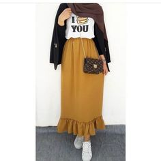 Untitled 40 Ideas Skirt Pattern Maxi Beautiful - Fun and Colorful hijab outfits Modern Hijab Fashion, Street Hijab Fashion, Hijab Fashion Inspiration, Muslim Fashion, Modest Fashion, Skirt Fashion, Fashion Outfits, Casual Hijab Outfit, Hijab Chic