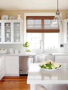 Warm up a bright kitchen with wood accents! Get more kitchen ideas here: http://www.bhg.com/decorating/decorating-photos/kitchen/create-warmth/?socsrc=bhgpin022315kitchen