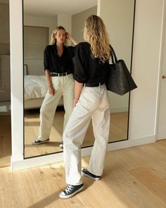 If you're looking for chic ways to wear Converse sneakers, check out these stylish outfits now. #converse #sneakers #fashiontrends Sneakers Fashion Outfits, Outfits With Converse, Mode Outfits, Stylish Outfits, Fall Outfits, Converse Sneakers, Fashion Shoes, Fashion Dresses, Basic Outfits