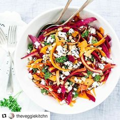 Lunch  #Repost @theveggiekitchn (@get_repost)  Sunday lunch: a carrot salad made with a fresh bunch of coloured carrots from the farmers market yesterday. Just shave them mix with roasted peanuts parsley goat cheese and a dressing made with olive oil lemon juice and tahin. Sprinkle with black sesame seeds and serve I love this one! #foodtouristindia #foodideas #lunch