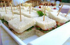 Mini sanduiche de presunto, queijo, tomate e alface