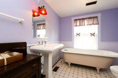Historic John Hall House c.1800 - Bathroom