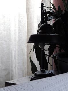 La mia #storiadistile per Leroy Merlin. E' arrivato #ilmomentodifare!  Prodotti dalla collezione Nuove Fattorie. Prodotti utilizzati: Tende Fluolin lino 145x280 Cuscini lino beige a pois Lampada da tavolo Zia Teresa  Idropittura Luxens color marrone cioccolata Kit accessori per dipingere