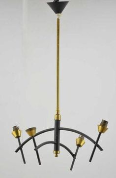 Lustre en fer et laiton à 4 lumières. Années 50. H. 65 cm.Estimation : 15/20 € adjugé 15€ chez SVV Henri ADAM le 04/06/15 à Tarbes