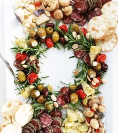 This quick and easy antipasto board appetizer shaped like a wreath is sure to add cheers, nibbles, and noshes to any festive Christmas potluck or party. Christmas Nibbles, Christmas Catering, Christmas Potluck, Christmas Cheese, Xmas Food, Christmas Appetizers, Christmas Cooking, Merry Christmas, Charcuterie Recipes