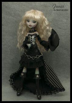 Junia OOAK Monster High Custom Lagoona Repaint Outfit by `Spirit of Askir´