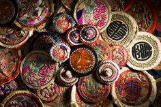베갯모의 아름다움을 전하다' - 독서신문 Chinese Embroidery, Gold Embroidery, Korean Tattoos, Korean Traditional Dress, Asian Architecture, Chicago Artists, Thread Painting, Korean Art, Textile Patterns