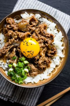 nice Gyudon (Japanese Beef and Rice Bowl). Asian Recipes, Beef Recipes, Cooking Recipes, Healthy Recipes, Healthy Rice, Cooking Fish, Beef Tips, Rice Recipes, Healthy Eats