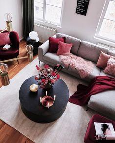 Living Room Colors Schemes Burgundy 41 New Ideas – home accessories Burgundy Living Room, Living Room Red, Living Room Decor Cozy, Living Room Colors, Home And Living, Living Room Furniture, Bedroom Decor, Modern Living, Warm Bedroom